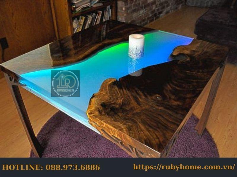 mặt bàn gỗ phủ epoxy