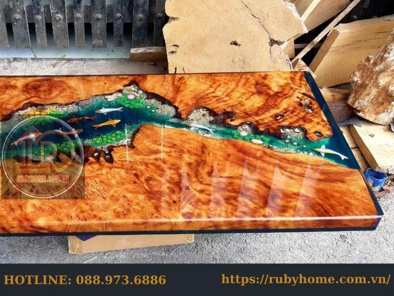 bàn gỗ phủ epoxy